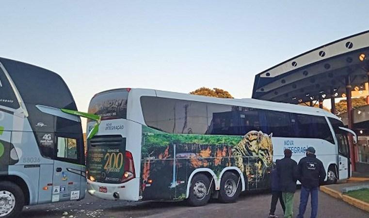 PR: Ônibus da Viação Garcia e Nova Integração batem na rodoviária de Ubiratã