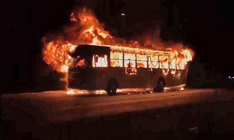 MG: Dois ônibus são incendiados na cidade de Conceição das Alagoas