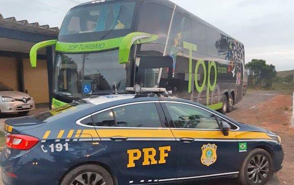 RJ: PRF apreende ônibus adulterado na BR-101, em Campos dos Goytacazes