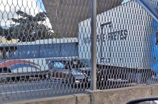 Vídeo: Acidente entre caminhão e ônibus da Tinguá fecha a Via Dutra em Nova Iguaçu - revistadoonibus
