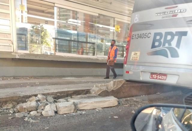 Vídeo: Ônibus do BRT Rio sofre acidente no corredor Transoeste nesta manhã - revistadoonibus