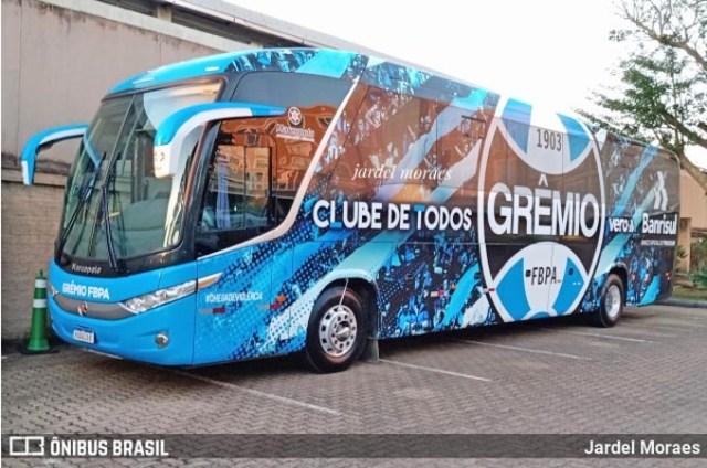 Vídeo: Ônibus do Grêmio é recebido com chutes e xingamentos no aeroporto de Porto Alegre - revistadoonibus