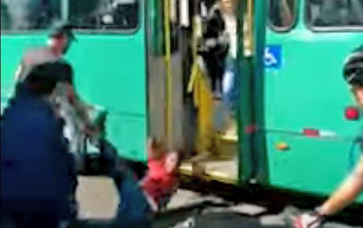Vídeo: Assaltante é linchado no terminal Campina do Siqueira em Curitiba