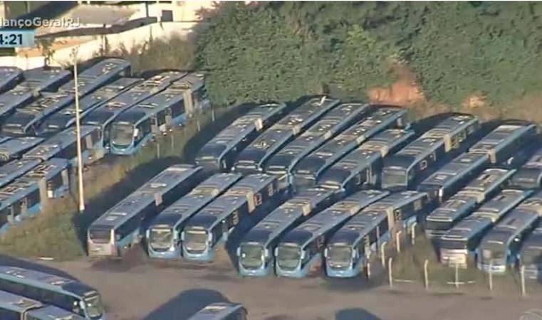 Rio: Garagem da Expresso Pégasos segue com mais de 70 ônibus articulados que eram usados no BRT
