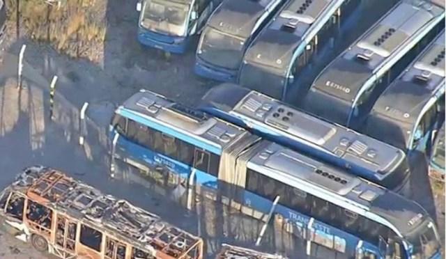 Rio: Garagem da Expresso Pégasos há mais 70 ônibus articulados que eram usados no BRT - revistadoonibus