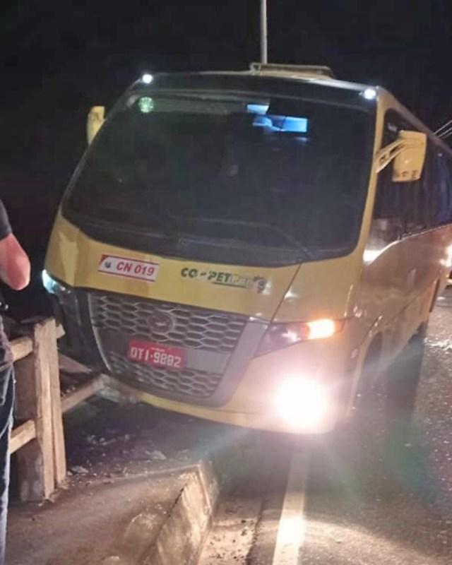 Micro-ônibus sofre acidente na ponte de Mosqueiro em Belém - revistadoonibus