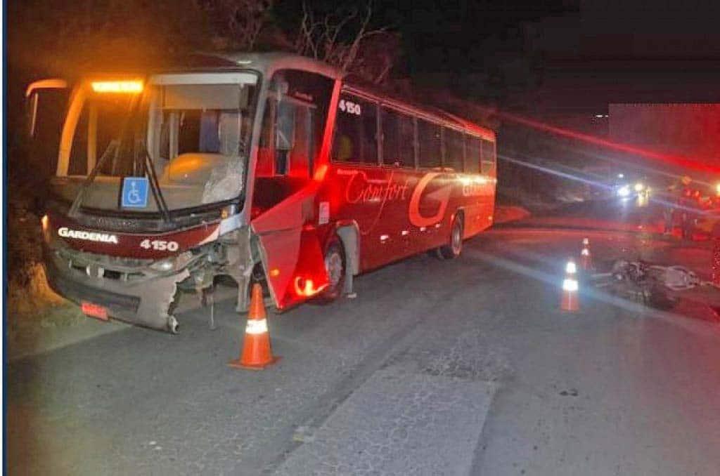 MG: Acidente entre moto e ônibus de Gardenia deixa um morto na MG-455