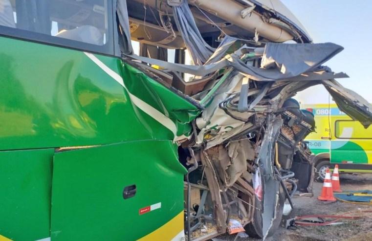 MT: Acidente entre ônibus e carreta deixa 7 feridos na BR-364, em Várzea Grande