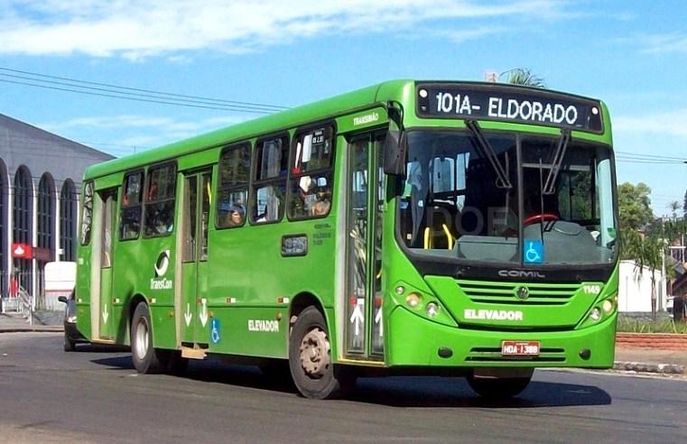 MG: Bandido foge da polícia e embarca algemado em ônibus de Ibirité