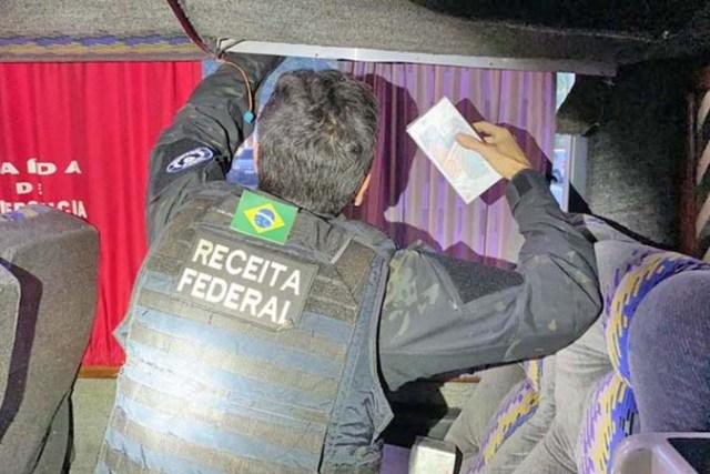 PR: Fiscalização da Receita Federal apreende 370 telefones escondidos em ônibus de turismo - revistadoonibus