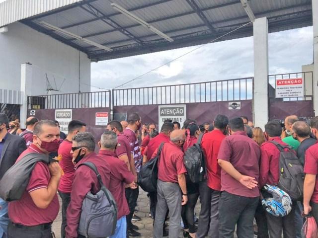 Manaus: Açaí Transportes fecha garagem e impede funcionários de iniciar operação municipal - revistadoonibus