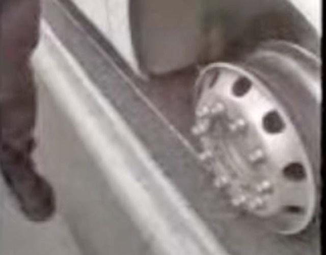 Ônibus da 1001 perde o pneu dianteiro na Ponte Rio x Niterói - revistadoonibus