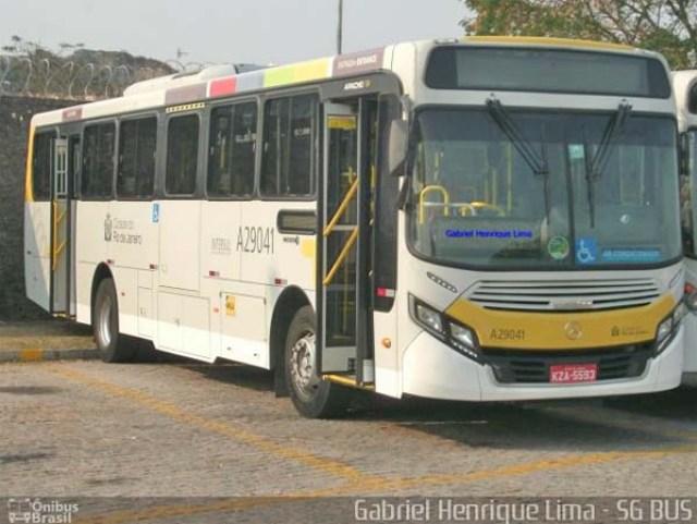Rio: Ônibus circulam em alta velocidade na zona norte com pessoas surfando no teto - Vídeo - revistadoonibus