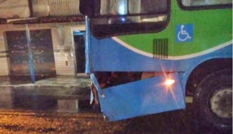 ES: Acidente entre moto e ônibus do Transcol deixa um morto em Vila Velha