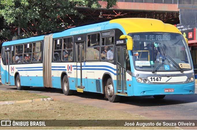 Goiânia: Sem combustível nos ônibus do Metrobus passageiros se aglomeram nos terminais