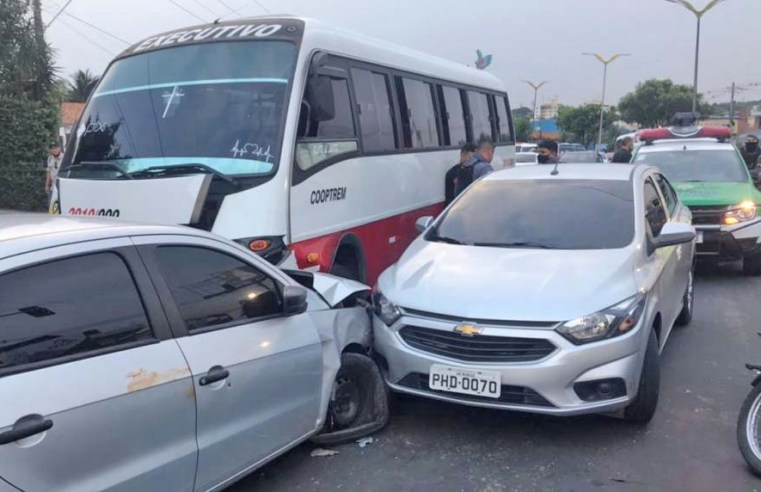 Manaus: Perseguição policial acaba em acidente na Avenida Cosme Ferreira