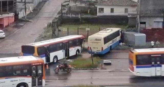 PE: Acidente entre dois ônibus deixa um ferido em Paulista no Grande Recife - revistadoonibus