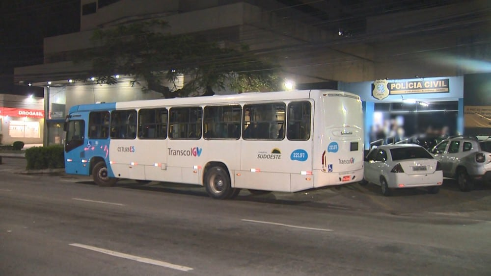 ES: Marginais realizam arrastão em ônibus do Transcol na cidade de Serra