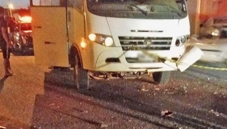 Uberlândia: Motociclista morre ao colidir com micro-ônibus