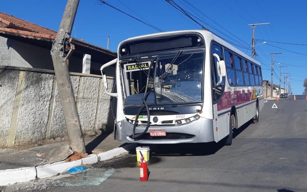 MG: Acidente com ônibus em Poços de Caldas deixa 9 feridos