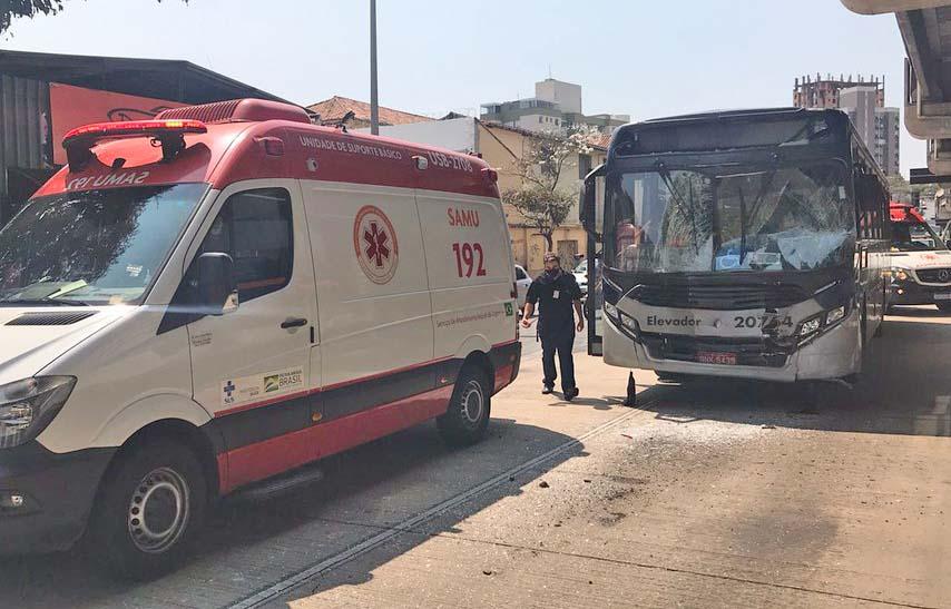 Belo Horizonte: Colisão entre dois ônibus deixa dez feridos na Avenida Cristiano Machado