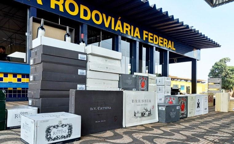 MT: PRF apreende 713 garrafas de vinhos importados ilegalmente em Rondonópolis