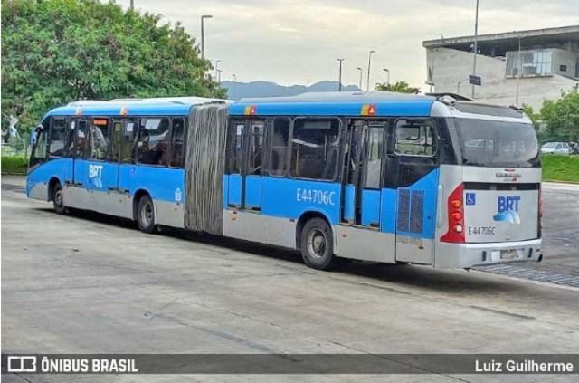 Rio: Acidente entre carro e ônibus do BRT retira coletivo de circulação - revistadoonibus