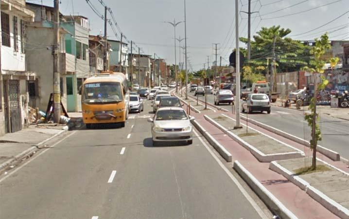 Salvador: Marginais assaltam passageiros em ponto de ônibus no bairro do Lobato