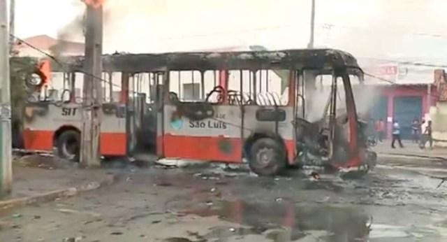Ônibus pega fogo nesta manhã em São Luís - revistadoonibus