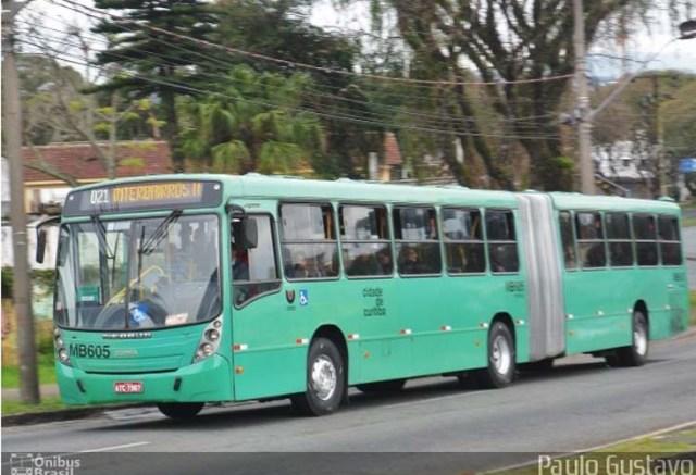 Curitiba: Pneu de ônibus estoura e deixa dois feridos no Pilarzinho - revistadoonibus