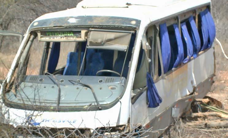 PE: Acidente entre caminhão e micro-ônibus deixa 12 feridos em Petrolina