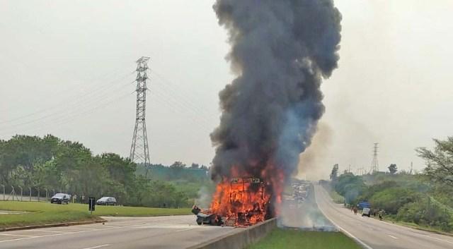 SP: Engavetamento entre carro ônibus e caminhão deixa quatro mortos na Via Dutra - revistadoonibus