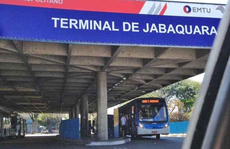 SP: Terminais da EMTU recebem ações para passageiras durante o Outubro Rosa