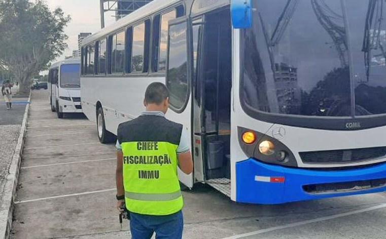 Prefeitura de Manaus fiscaliza transporte clandestino - revistadoonibus