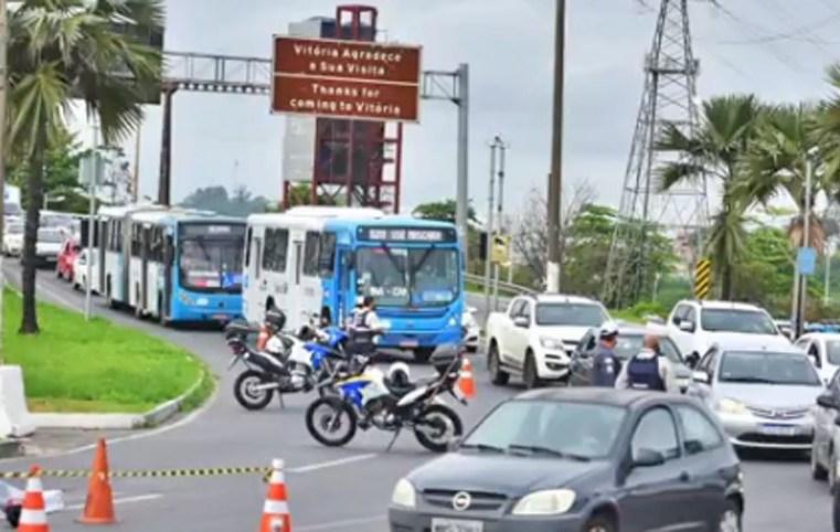 Vitoria: Motociclista morre atropelado por ônibus na segunda ponte