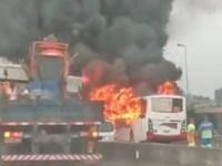 Vídeo: Ônibus da Transportadora Tinguá pega fogo na Via Dutra em Belford Roxo - revistadoonibus