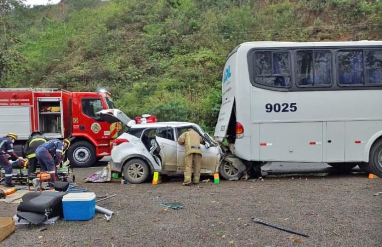 SC: Acidente entre carro e ônibus chama a atenção na BR-470, em Rodeio