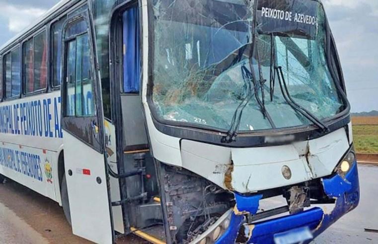 MT: Acidente entre ônibus com 15 atletas  e carreta chama a atenção na BR-163, em Sorriso