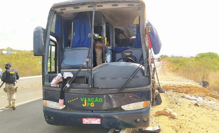 PI: Ônibus da Transbrasil que tombou na BR-135 seguia em alta velocidade e tinha assentos sem cinto de segurança
