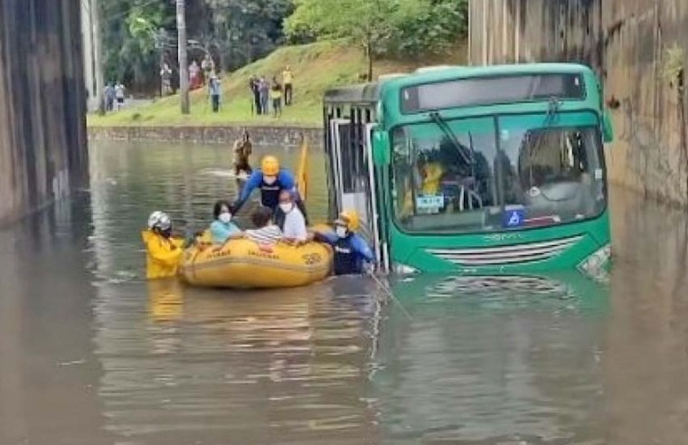 Salvador: Ônibus da OT Trans fica ilhado próximo à Fonte Nova - revistadoonibus