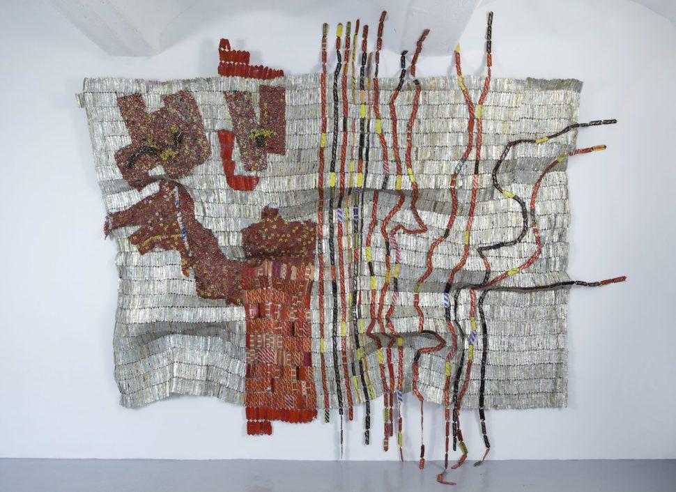 El Anatsui. Afor, 2010. Tapas de aluminio y alambre de cobre. Foto cortesía: Jack Shainman Gallery