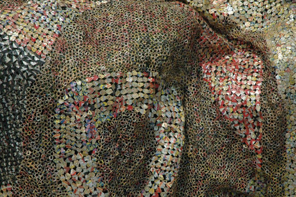 El Anatsui. Dsexi (detalle), 2006. Tapas de aluminio y alambre de cobre. Foto cortesía: Jack Shainman Gallery