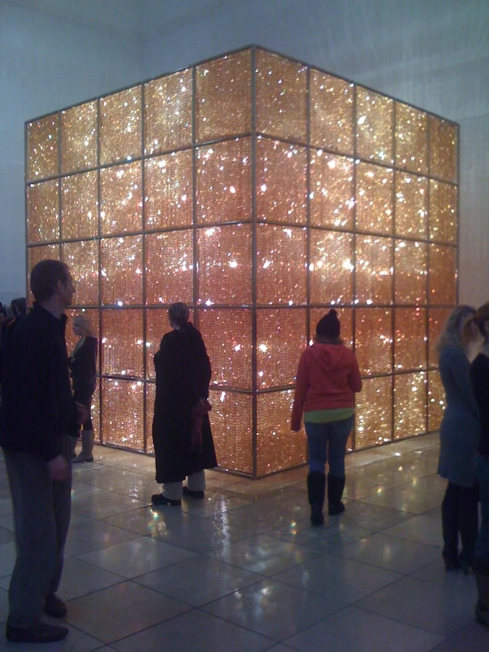 "Ai Weiwei. Cube Light, 2008. Exhibition ""So Sorry"", Haus der Kunst, Munich, Germany. Foto: Pittigrilli. Wikimedia commons."