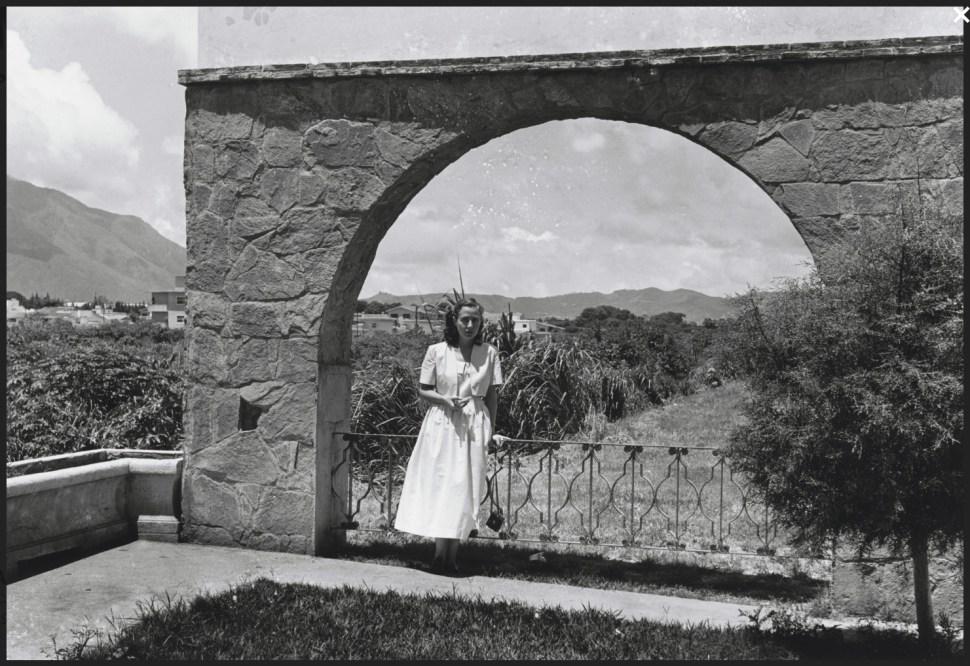 Alfredo Cortina. Caracas 1960. ©Archivo Fotografía Urbana. Colección del MoMA.