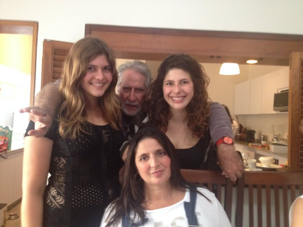 Manuela, Maia y Gabriela con Ricardo Benaim