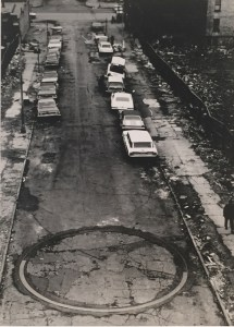 20. To Encircle Base Plate Hexagram, Right Angles Inverted. Para rodear el hexagrama de la placa base, ángulos rectos invertidos) durante su instalación en el Bronx. 1970. NYC