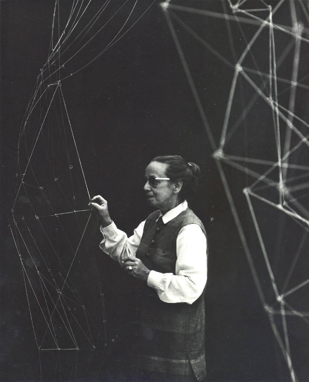 Gego. Montaje de Reticulárea en el Museo de Bellas Artes, 1969. Foto Juan Santana