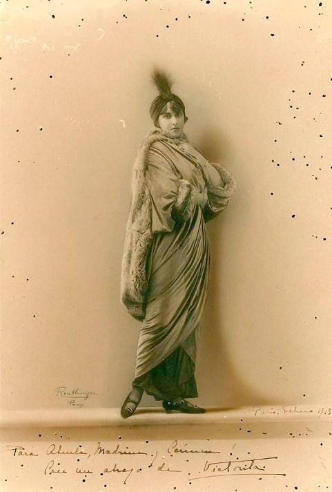 Victoria Ocampo en foto tomada durante su luna de miel, 1913 en París