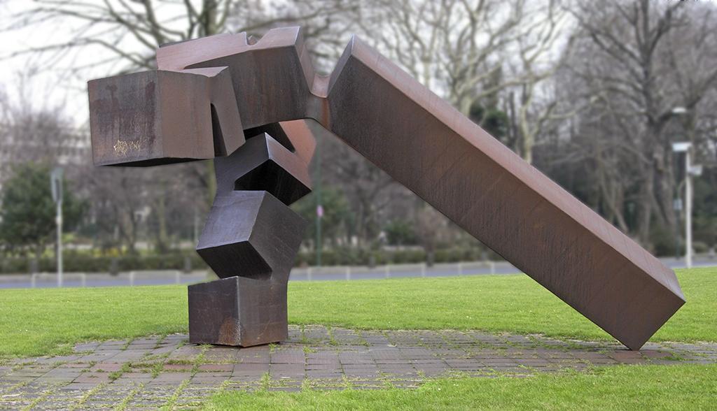 Chillida Monumento vor Thyssen Dusseldorf Foto Hans Peter Schaefer