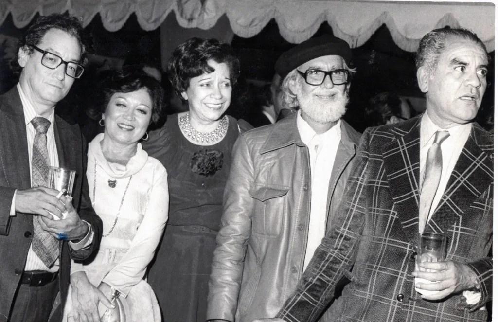 Aníbal Nazoa, su esposa, María Teresa Castillo con Ernesto Cardenal, y otra persona sin identificar. Archivo de El Nacional.